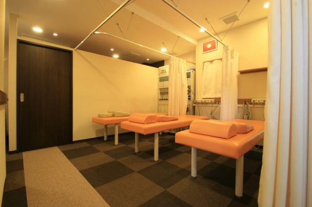 施術スペースも清潔で落ち着いた雰囲気です