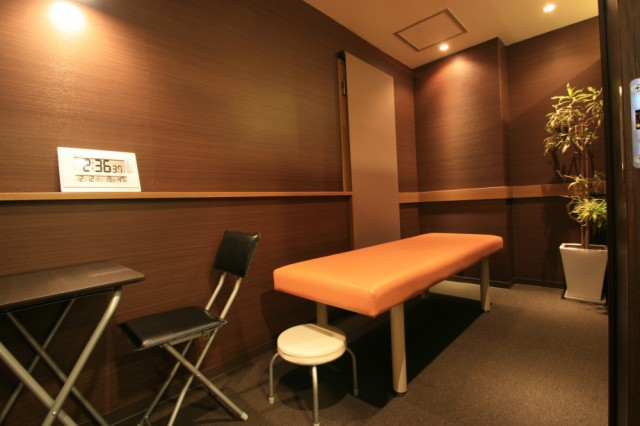 個室でカウンセリングや施術も受けられます
