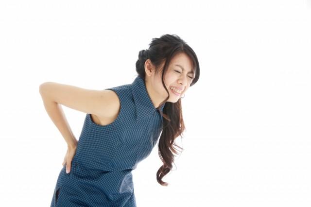 背中の痛み女性